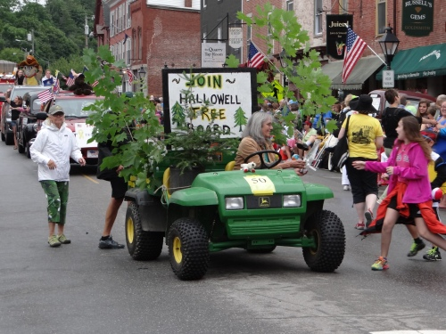 Old Hallowell Day Tree Board - photo by Deb Fahy